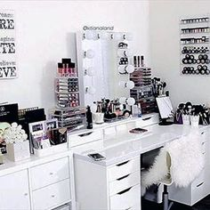 That's the kind of storage I need in my beauty room