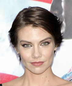 Lauren Cohan Short Straight Casual Shag Hairstyle with Side Swept Bangs - Dark Brunette Hair Color - Lobfrisuren Modern Short Hairstyles, Casual Hairstyles, Straight Hairstyles, Short Hair Styles, Hair For Round Face Shape, Oval Face Shapes, Lauren Cohan, Dark Brunette Hair, Dark Hair