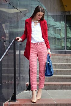 Mademoiselle IVA: red gingham trousers and navy blue handbag