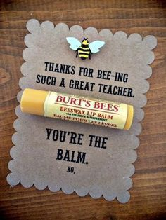 """Burt's Bees Teacher Appreciation Gift Idea """"Thanks for BEE-ing such a great teacher. You're the BALM!"""" Great for the holidays or teacher appreciation! Teacher Valentine, Valentines Diy, Valentine Day Gifts, Valentines Goodie Bags, Valentine Sayings, Valentine Gift Baskets, Goody Bags, Valentines Bricolage, Little Presents"""