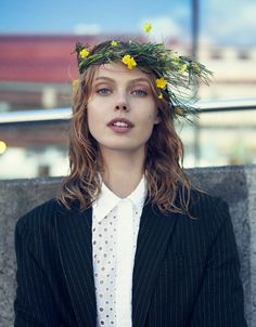 How to wear a true midsummer swedish flower crown: frida gustavsson, icona pop, and Icona Pop, Curly Wedding Hair, Wedding Hair Pieces, Frida Gustavsson, Vogue Photo, Floral Headpiece, Vogue Magazine, Bridal Flowers, Her Hair