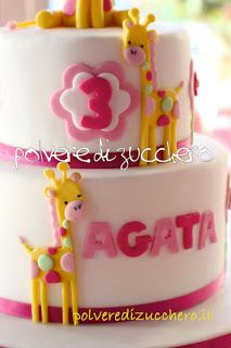 torta con giraffe in pasta di zucchero per il compleanno di una bimba  giraffe cake with sugar paste for the birthday of a child