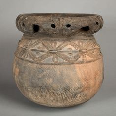Palm wine vessel from the Bamileke ~ Cameroon Ceramic Pots, Ceramic Clay, African Pottery, Afrique Art, Folk, Coil Pots, African Home Decor, Art Premier, Terracota