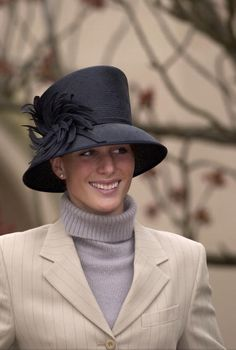 The Queen's Granddaughter Zara Phillips Attending Easter Day Service At Windsor Castle, Berkshire. Zara Hats, Fascinator Hats, Fascinators, Princess Anne, Real Princess, Zara Phillips, English Style, English Manor, New England Style