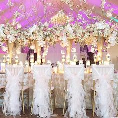 These tall and dramatic centerpieces created by @winkdesignandevents are so endlessly beautiful!