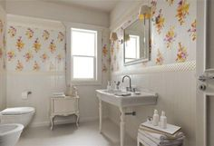 Exciting yellow tile bathroom how to decorate a vintage paint colors Ceramic Tile Bathrooms, Traditional Bathroom, Tile Design, Bathroom Makeover, Amazing Bathrooms, Yellow Tile, Decorative Wall Tiles, Yellow Bathroom Tiles, Bathroom Design