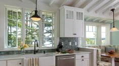 I was visiting over at Small House Swoon and ran across this coastal cottage called Spruce Point Cottage in Boothbay Harbor, Maine. Photos by Jonathan Reece. Designed by Whitten Architects. The loc… Bungalow Kitchen, Cottage Kitchens, Farmhouse Style Kitchen, Craftsman Kitchen, Maine Cottage, Maine House, Coastal Cottage, Small House Swoon, Boothbay Harbor Maine