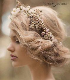 penteados-para-noivas-cabelo-preso-com-coroa-flores