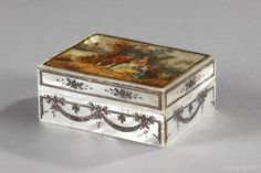 18th century beauty spots box in mother-of-pearl and painted decoration