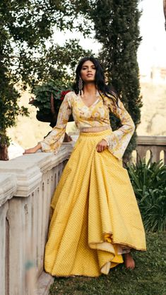 Summer is officially here and you already know Mani Jassal is all about that light weight comfortable vibe. Stay cool and on trend with these summer season pieces. Dress Indian Style, Indian Dresses, Shadi Dresses, Indian Wedding Outfits, Indian Outfits, Indian Clothes, Bridal Outfits, Indian Attire, Indian Ethnic Wear