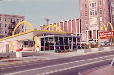 vintage everyday: Old McDonald's – Historical Photos of the Biggest Fast Food Brand in the World since Established till the 80s