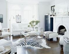 Black and White living room perfect for someone with no kids. Beautiful I love it:-)