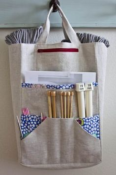 Amanda's Knitting Bag Pattern A great knitting project bag to hold all of your tools! Keep straight, double pointed and circular needles organized in . Bag Patterns To Sew, Knitting Patterns Free, Baby Knitting, Sewing Patterns, Diy Knitting Bag, Cowl Patterns, Finger Knitting, Knitting Tutorials, Tote Pattern