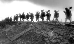 WWI, Jan operations on the Ancre (Somme). Working party of the Manchesters moving up to the trenches near Serre. World War One, Second World, First World, History Magazine, Tribute, War Photography, History Projects, World History, Trench