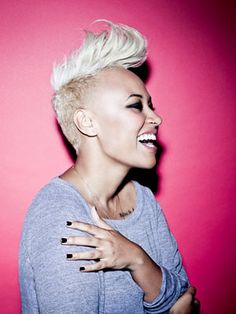 MIley wasn't the first to sport her hair shaved on the side and flipped at the top with a cool retro pompadour. Emeli has been sporting this look for quite a while and definitely knows how to rock it out! Emeli Sande, Natural Hair Styles, Short Hair Styles, Half Shaved, Shaved Sides, Stevie Wonder, Good Hair Day, American Idol, Her Hair