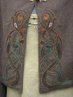 Embroidered cloak Rettungsringstickerei