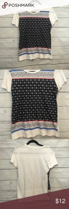 Old navy Bandana Fitted Tee Shirt Old navy Bandana Fitted Tee Shirt size medium.  Comfy top that looks like an edgy Bandana across the front. It is a Fitted Tee so if you want it loose I'd say it fit a small better.  Offers welcome. No trades Old Navy Tops Tees - Short Sleeve