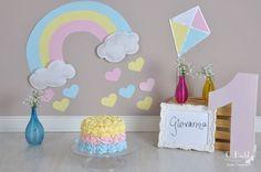 Um arco-íris de amor passou em nosso estúdio! A Giovanna fez 1 aninho e comemorou com um Smash the Cake lindo! ...