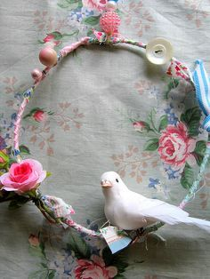 Idea for all my bits and pieces filling up the Craft room Bird Crafts, Recycled Crafts, Decor Crafts, Easy Crafts, Diy And Crafts, Arts And Crafts, Couronne Diy, Ribbon Garland, Hoop Dreams