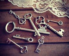 clef ancienne à finition argentée pour créer une déco vintage au charme suranné