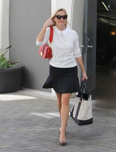 Reese Witherspoon Photos - Reese Witherspoon's Street Style Is on Point - Zimbio