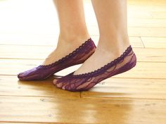 Beautiful , super soft purple floral lace socks liner are perfect for your flats . Hope you ♥ it !