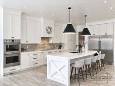 Farmhouse Kitchen Decor Ideas: Great Home Improvement Tips You Should Know! You need to have some knowledge of what to look for and expect from a home improvement job. Modern Farmhouse Interiors, Modern Farmhouse Kitchens, Farmhouse Renovation, Modern Farmhouse Design, Contemporary Kitchens, Country Farmhouse Decor, Modern Design, Beach House Kitchens, Home Kitchens