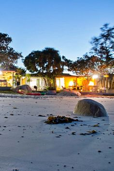 Piccolo Villa is 'n selfsorgeenheid is in St Helenabaai, net 10 m van die strand, op 'n privaat strandparadys en beskik oor 'n veilige lapa en braai-area op die strand. Kom geniet ons sand-en-see-geheim aan die Weskus! Piccolo Villa is situated in St Helena Bay, 10m from the shore, on a private beach paradise, with your secure lapa and braai area on the beach. Come and enjoy our seaside secret on the West Coast. St Helena, My Land, West Coast, Seaside, Paradise, Villa, Van, Clouds, Beach