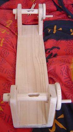 Hand Games - The Caldou Blob Weaving Loom Diy, Tablet Weaving Patterns, Finger Weaving, Inkle Weaving, Weaving Tools, Inkle Loom, Loom Craft, Card Weaving, Weaving Projects