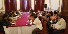 Instala Gobernador Alejandro Murat la primera mesa de trabajo con la Comisión Política entrante de la Sección 22