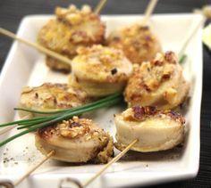 Recette Bouchées de boudin blanc et leurs noisettes rôties au beurre - Envie de bien manger. Plus d'idées recettes spécial Noël ici : http://www.enviedebienmanger.fr