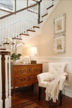 Foyer. Foyer Ideas. Traditional foyer with timeless decor. #Foyer #TraditionalFoyer #TraditionalInteriors