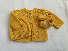 Newborn baby outfit, yellow wool sweater, bootie & hat set for infant girl 0 to 3 months, merino wool baby shower gift, handmade baby knits