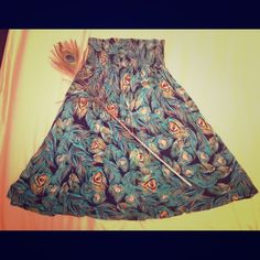 """H&M Short and flowy peacock patterned sundress Peacock sundress perfect for spring or summer. I am 5'0"""" and wore it as a dress. Approximately 24 inches and could also be worn as a top. H&M Dresses Mini"""