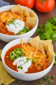 This Slow Cooker Chicken Tortilla Soup is only 5 minutes of prep and at just 300 calories a bowl, it& such a delicious and healthy dinner! You will want to make this chicken tortilla soup recipe over and over! Slow Cooker Huhn, Slow Cooker Soup, Slow Cooker Chicken, Soup Recipes, Cooking Recipes, Easy Recipes, Quiche Recipes, Milk Recipes, Dinner Ideas