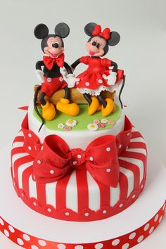 Mickey And Minnie Cake, Bolo Minnie, Mickey Cakes, Minnie Mouse Cake, Mickey Party, Fondant Cakes, Cupcake Cakes, Pumpkin Dessert, Pumpkin Cheesecake