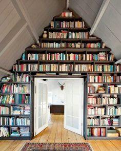 boekenkast op zolder (driehoek)