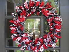 The Transplanted Texan: The Great Wreath Debate...ending with a DIY!!!