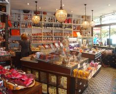A la Mère de Famille, confiserie | 35, rue du Faubourg Montmartre | Métro: Grands Boulevards | Paris