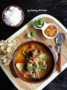 Resep Soto Tangkar oleh Cooking with Sheila Food N, Food And Drink, Fun Cooking, Cooking Recipes, Food Menu Design, Asian Recipes, Ethnic Recipes, Complete Recipe, Indonesian Food