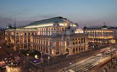 Esta é a Ópera de #Viena, um dos principais pontos turísticos da capital da #Áustria. A cidade apoia muitas de suas atrações na #música clássica, já que importantes compositores eruditos passaram por ela. Foto Christian Stemper/Divulgação.