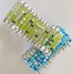 Armbånd av sikkerhetsnåler og perler