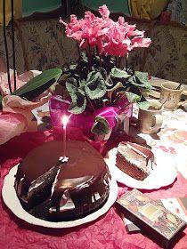 Megint eltelt egy év...  A kép hajnali 6-kor készült sötétben, úgyhogy olyan amilyen, mindenesetre a torta nagyon finomra sikeredett. :...