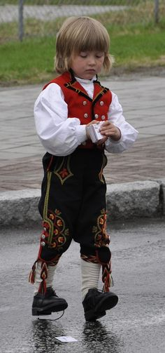 Folk Costume, Costume Dress, Costumes, Norwegian Clothing, Child Face, Historical Clothing, Dress Me Up, Kids Wear, Traditional Outfits