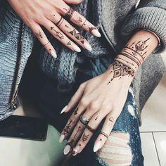 Advice About Hobbies That Will Help Anyone – Henna Tattoos Mehendi Mehndi Design Ideas and Tips Tattoo Henna, Henna Tattoo Designs, Diy Tattoo, Henna Mehndi, Mehndi Designs, Hand Henna, Mehendi, Tribal Henna Designs, Tattoo Hip