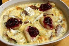 Schweinefilet-Gnocchi-Birnen-Preiselbeer-Brie-Gratin, ein sehr leckeres Rezept aus der Kategorie Auflauf. Bewertungen: 178. Durchschnitt: Ø 4,6.