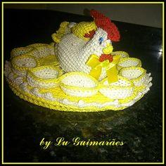 Galinha porta ovos em crochê.  Capacidade para 12 ovos .  Pode ser feita na cor que desejar. R$ 67,00