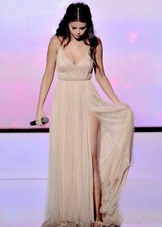 Selena Gomez Photos: American Music Awards Show - Selena Gomez Style Selena Gomez Album, Selena Gomez Daily, Selena Gomez Pictures, Selena Gomez Style, Selena Gomz, Alex Russo, Marie Gomez, Beautiful Celebrities, Celebrities Fashion