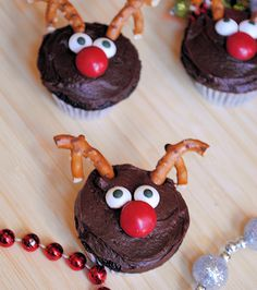 30 Fun Children's Christmas party food ideas, perfect for any festive occasion or your children's Christmas party at school. Cute and fun kid's Christmas party food ideas. Christmas Treats To Make, Best Christmas Recipes, Christmas Deserts, Christmas Food Gifts, Christmas Cupcakes, Christmas Cooking, Christmas Goodies, Holiday Desserts, Holiday Baking