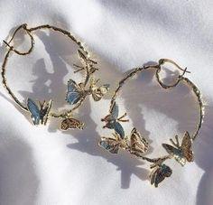Chunky medium rectangular gold hoop earrings or silver hoop earrings - minimal, . Chunky medium rectangular gold hoop earrings or silver hoop earrings – minimal, geometric, and th Diy Jewelry Rings, Diy Jewelry Unique, Diy Jewelry To Sell, Ear Jewelry, Stylish Jewelry, Cute Jewelry, Jewelry Art, Jewelry Accessories, Fashion Jewelry